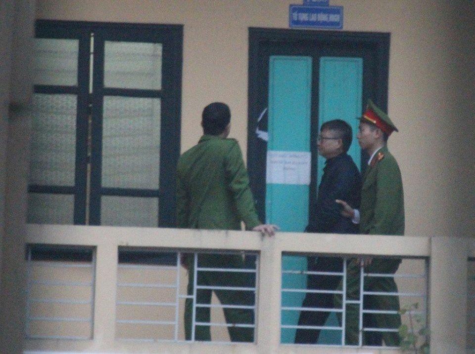 Luat su cua em trai ong Dinh La Thang de nghi duoc tiep xuc than chu trong gio giai lao hinh anh 2