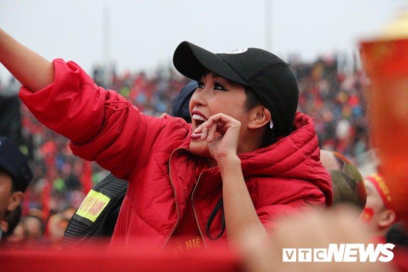 Pho Thu tuong Vu Duc Dam cuong nhiet cung co dong vien co vu U23 Viet Nam hinh anh 5