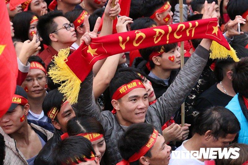 Pho Thu tuong Vu Duc Dam cuong nhiet cung co dong vien co vu U23 Viet Nam hinh anh 8