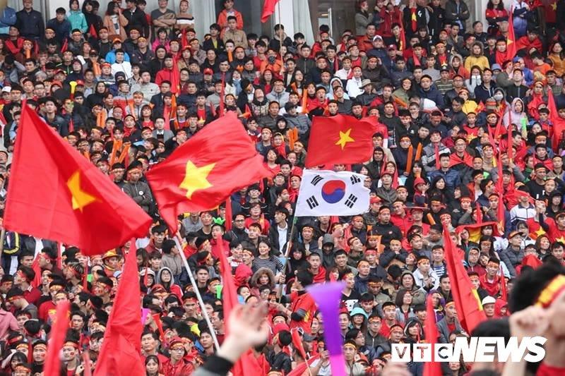 Pho Thu tuong Vu Duc Dam cuong nhiet cung co dong vien co vu U23 Viet Nam hinh anh 10