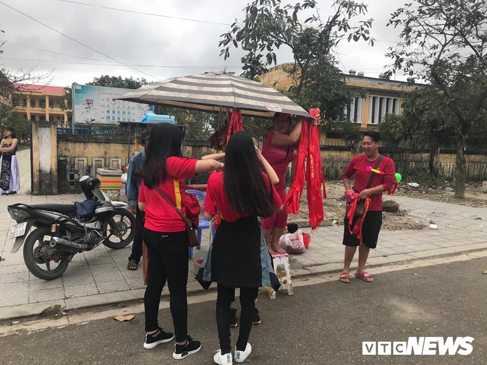 Chung ket U23 Viet Nam - U23 Uzbekistan: Nghin nguoi dong thanh hat 'Toi yeu Viet Nam' hinh anh 2