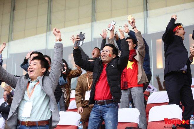 Truc tiep: Khong khi xem tran chung ket U23 Viet Nam - U23 Uzbekistan tren ca nuoc hinh anh 15