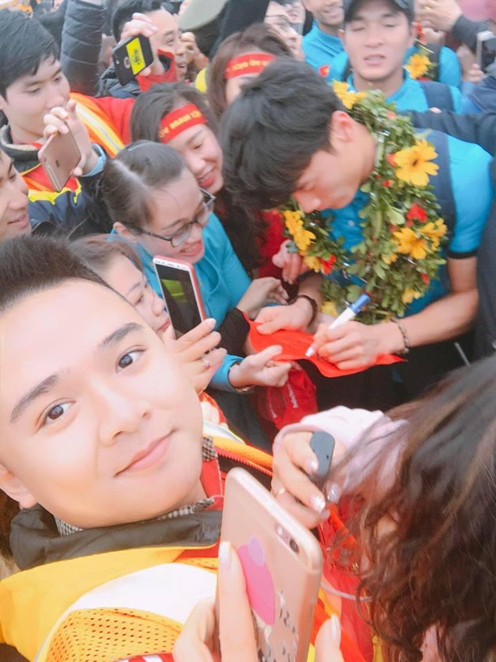 Truc tiep le don U23 Viet Nam ve nuoc: Khong khi soi dong chua tung co hinh anh 14