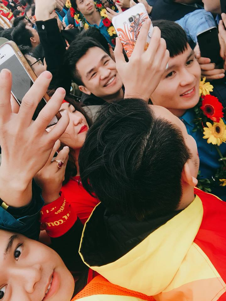 Truc tiep le don U23 Viet Nam ve nuoc: Khong khi soi dong chua tung co hinh anh 15