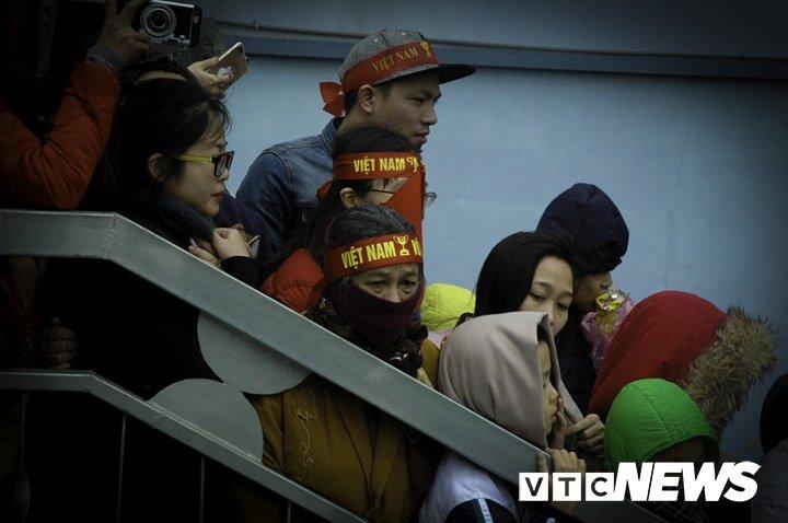 Dan Thu do treo cay cho gan 4 gio van chua gap duoc tuyen thu U23 Viet Nam hinh anh 8