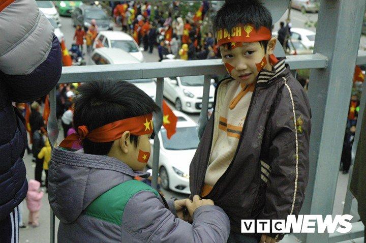 Dan Thu do treo cay cho gan 4 gio van chua gap duoc tuyen thu U23 Viet Nam hinh anh 9