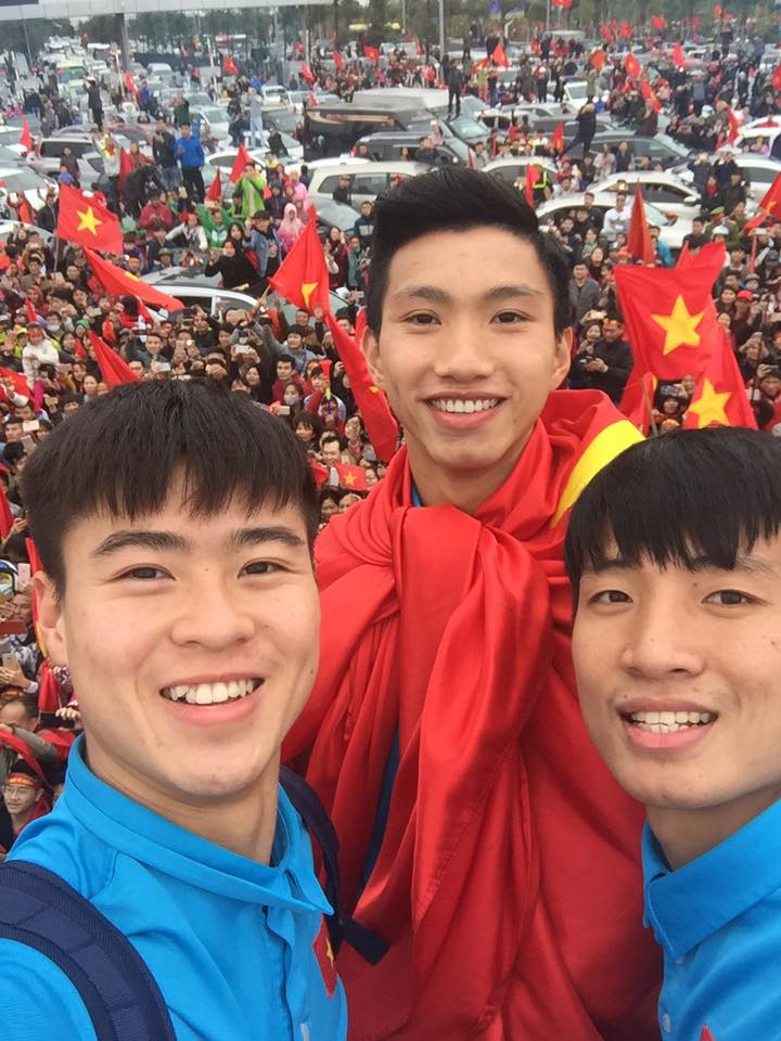 Truc tiep le don U23 Viet Nam ve nuoc: Khong khi soi dong chua tung co hinh anh 20