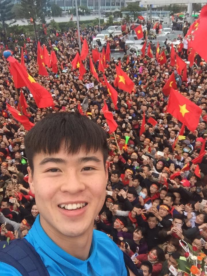 Truc tiep le don U23 Viet Nam ve nuoc: Khong khi soi dong chua tung co hinh anh 18