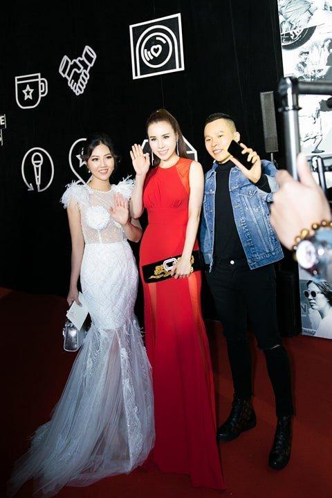 Hoa hau Tuyet Nhung goi cam tren tham do WeChoice Awards 2017 hinh anh 8