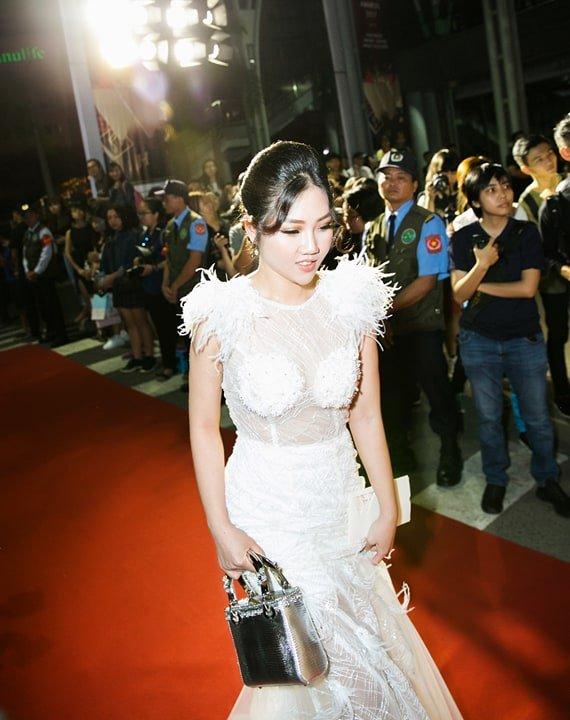 Hoa hau Tuyet Nhung goi cam tren tham do WeChoice Awards 2017 hinh anh 1