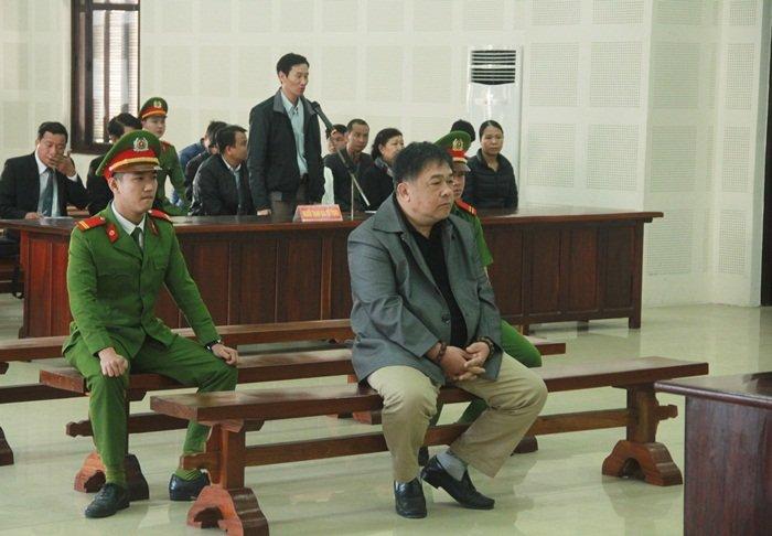 Vo Chu tich Da Nang xin giam an cho nguoi nhan tin doa giet chong hinh anh 1