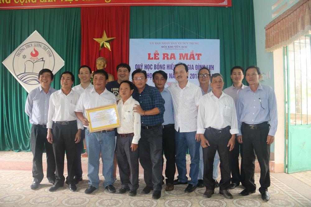 Quy hoc bong hieu hoc gia dinh LVH trao tang 30 xe dap va qua cho hoc sinh ngheo o Quang Nam hinh anh 3