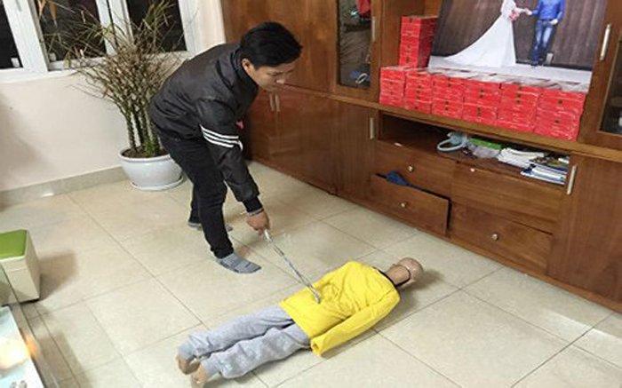 De nghi truy to bo de va me ke hanh ha con trai gan 10 tuoi hinh anh 2
