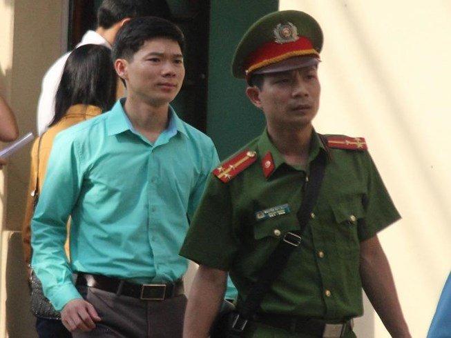 Xet xu bac sy Hoang Cong Luong: Vang luat su bao chua, HDXX quyet dinh hoan phien toa hinh anh 1