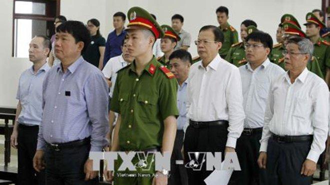 Dien bien dang chu y tai phien xu phuc tham ong Dinh La Thang va dong pham hinh anh 2