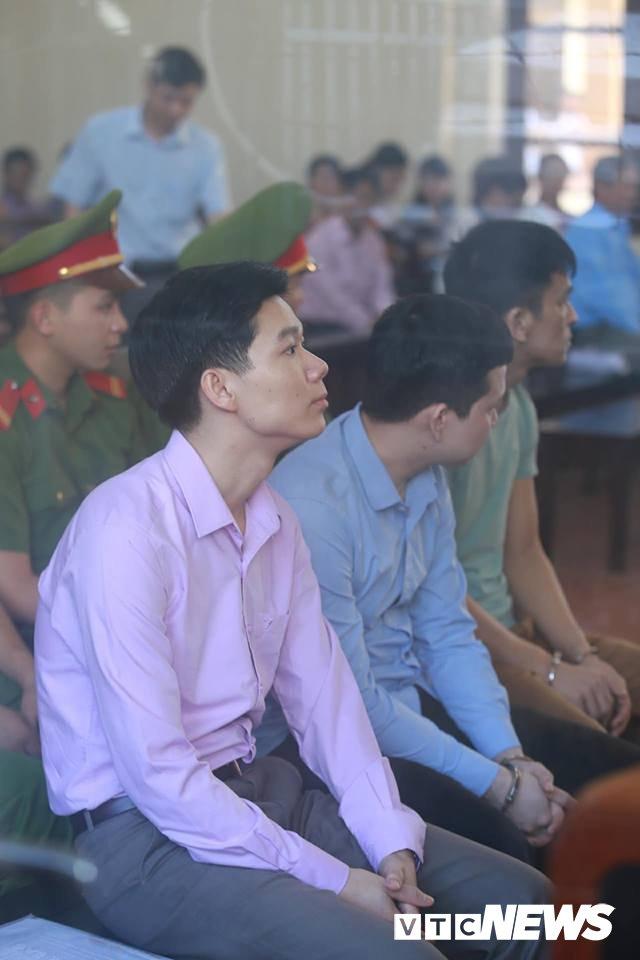 Nhung hinh anh dau tien tai phien toa xet xu bac si Hoang Cong Luong hinh anh 13