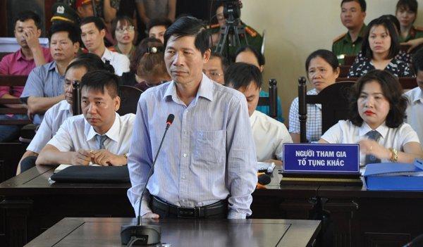 Xet xu bac si Hoang Cong Luong: Lo hop dong thue may loc than gia 7,7 USD/ca hinh anh 2