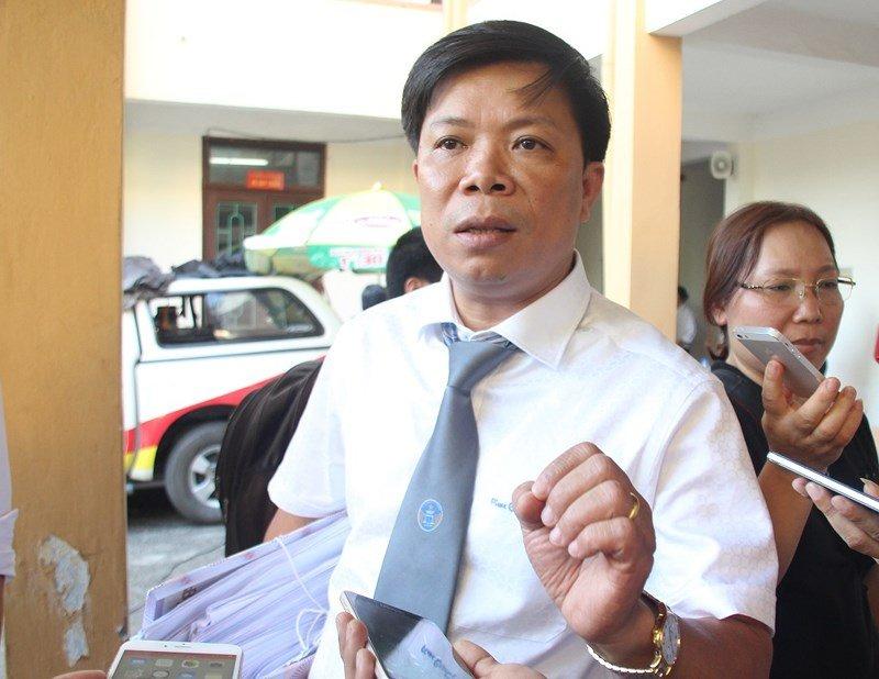 Xet xu bac si Hoang Cong Luong: Kien nghi khoi to viec lam gia giay to, tai lieu hinh anh 1