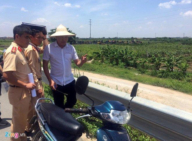 Hai co gai chet bat thuong o Hung Yen: Nguoi than mang quan tai den tru so cong an hinh anh 1