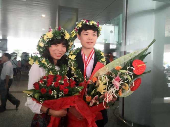 Con trai nguoi tho cat toc dat huy chuong vang Olympic quoc te mon Hoa hoc hinh anh 1