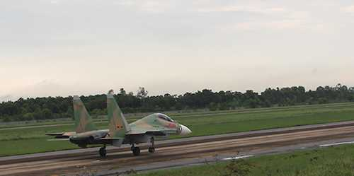 May bay Su-30MK2 va CASA-212 tiep tuc cat canh thuc hien nhiem vu hinh anh 1