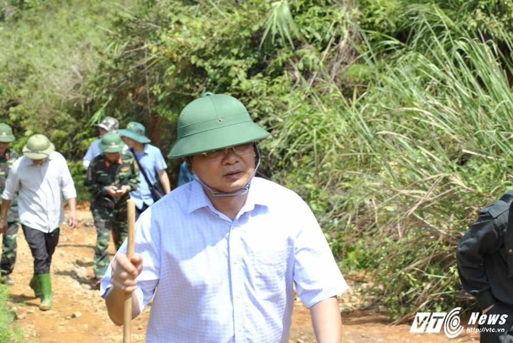 De vao hien truong sat lo bai vang tham khoc, phai di hon 10km lay loi hinh anh 2