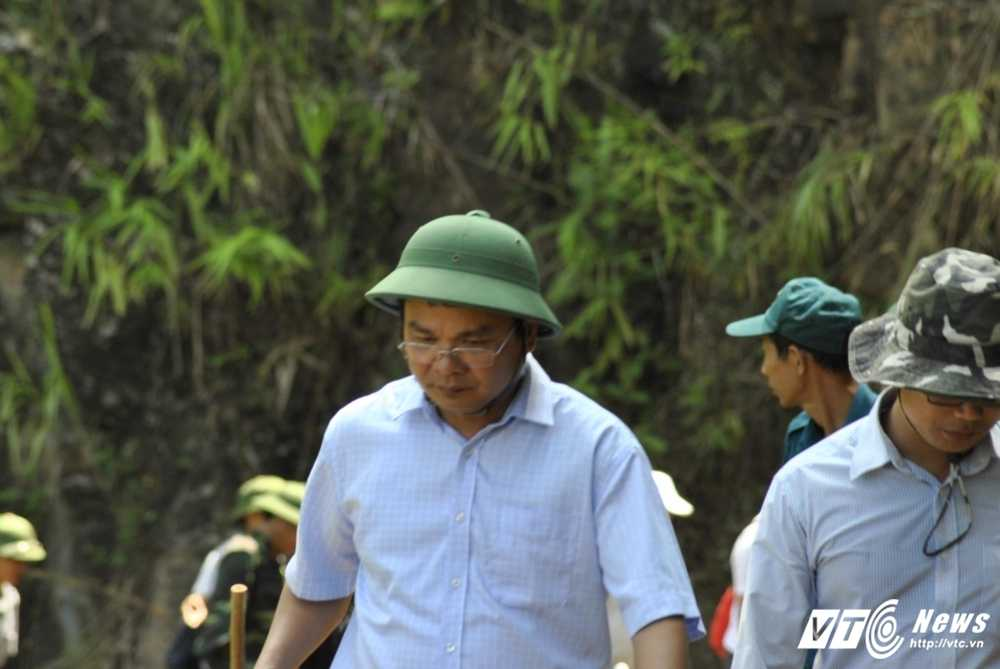 De vao hien truong sat lo bai vang tham khoc, phai di hon 10km lay loi hinh anh 4