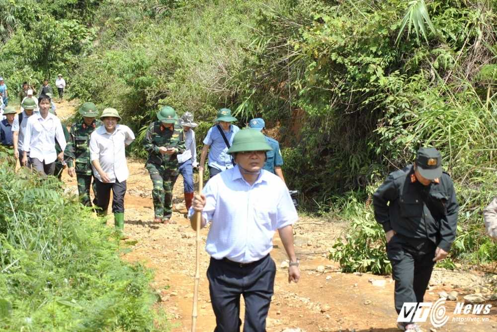 De vao hien truong sat lo bai vang tham khoc, phai di hon 10km lay loi hinh anh 3
