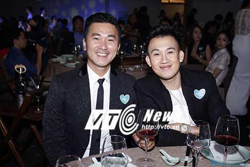 Cap sinh doi nha Hong Nhung hon ho khi gap con gai Doan Trang hinh anh 12