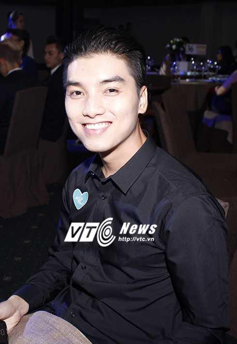 Cap sinh doi nha Hong Nhung hon ho khi gap con gai Doan Trang hinh anh 19