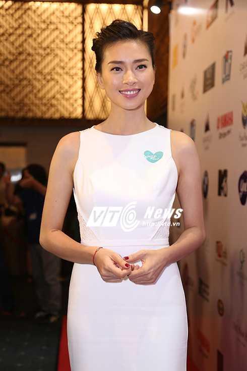 Cap sinh doi nha Hong Nhung hon ho khi gap con gai Doan Trang hinh anh 8