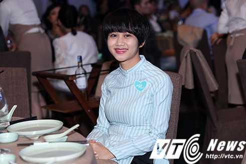 Cap sinh doi nha Hong Nhung hon ho khi gap con gai Doan Trang hinh anh 24