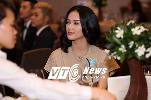 Cap sinh doi nha Hong Nhung hon ho khi gap con gai Doan Trang hinh anh 23