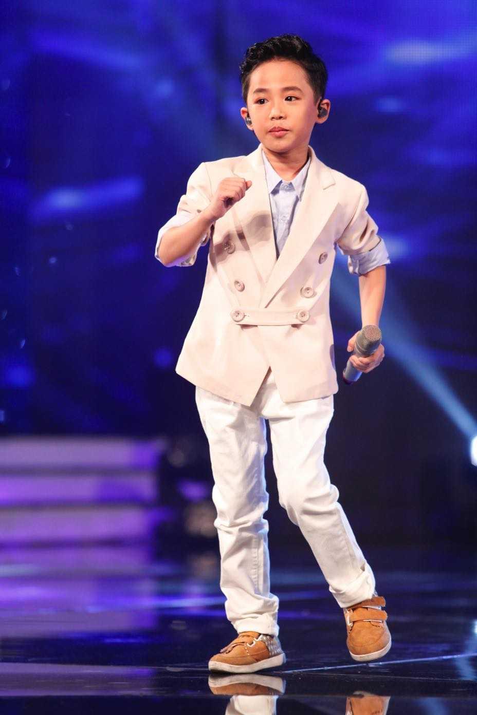Vietnam Idol Kids: Than dong dan ca Ho Van Cuong khien Isaac 'rung tim' hinh anh 4