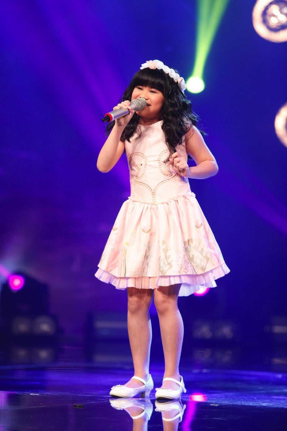 Truc tiep liveshow top 10 Vietnam Idol Kids: 10 'thien than nho' da san sang hinh anh 10