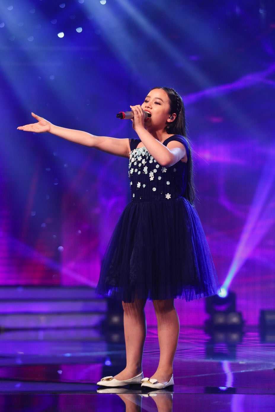 Truc tiep liveshow top 10 Vietnam Idol Kids: 10 'thien than nho' da san sang hinh anh 13