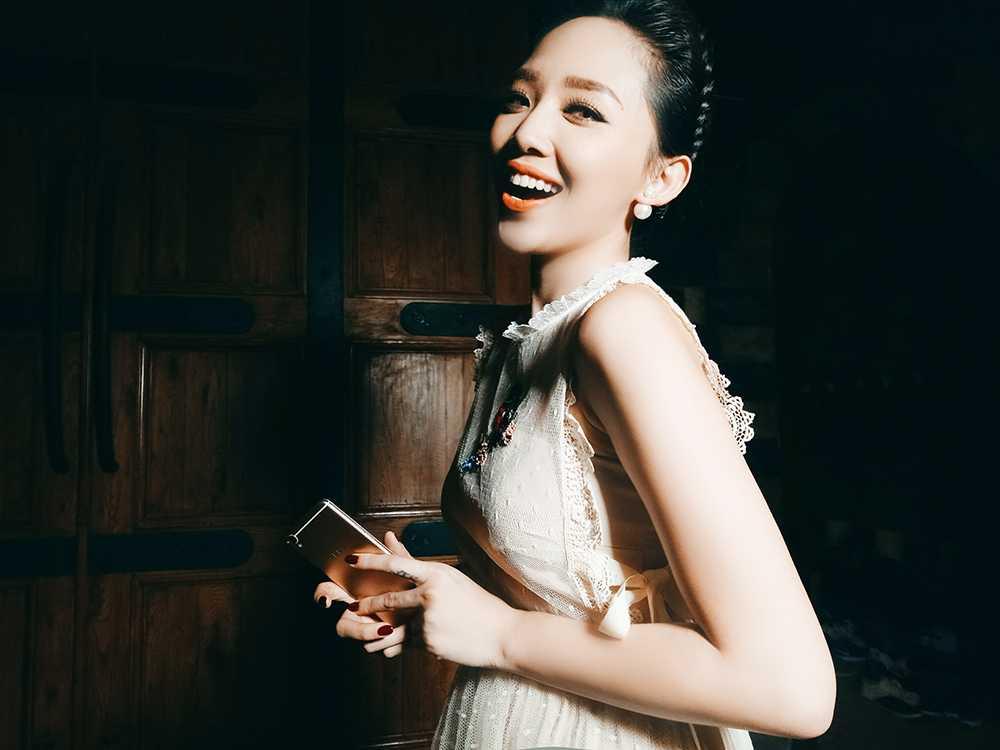 Toc Tien than thiet ben nguoi tinh cua Hoang Thuy Linh hinh anh 3