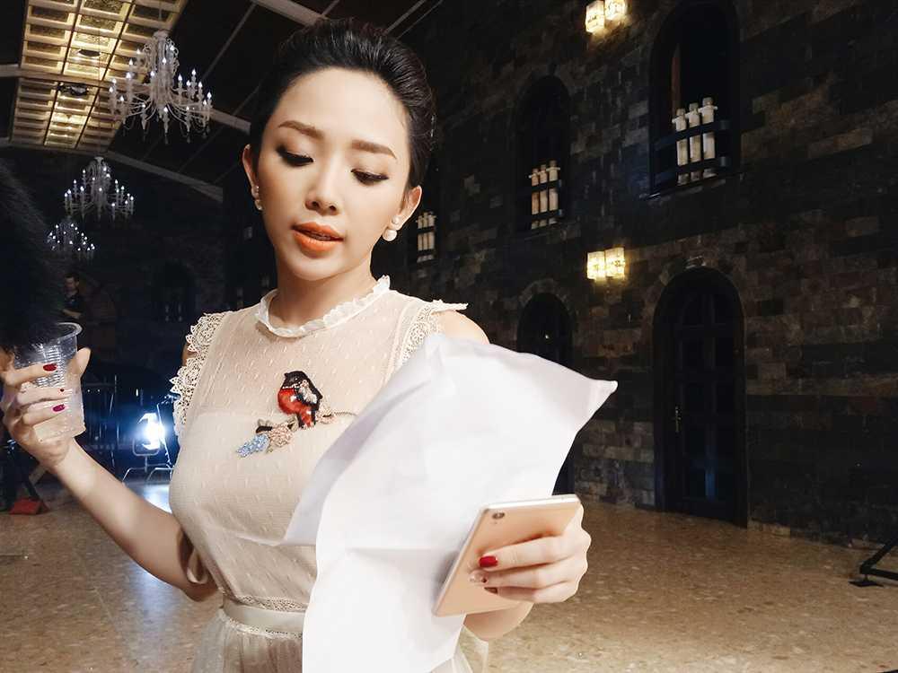 Toc Tien than thiet ben nguoi tinh cua Hoang Thuy Linh hinh anh 4