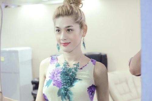 Lam Chi Khanh mang Huong Giang Idol 'vo hoc' hinh anh 1