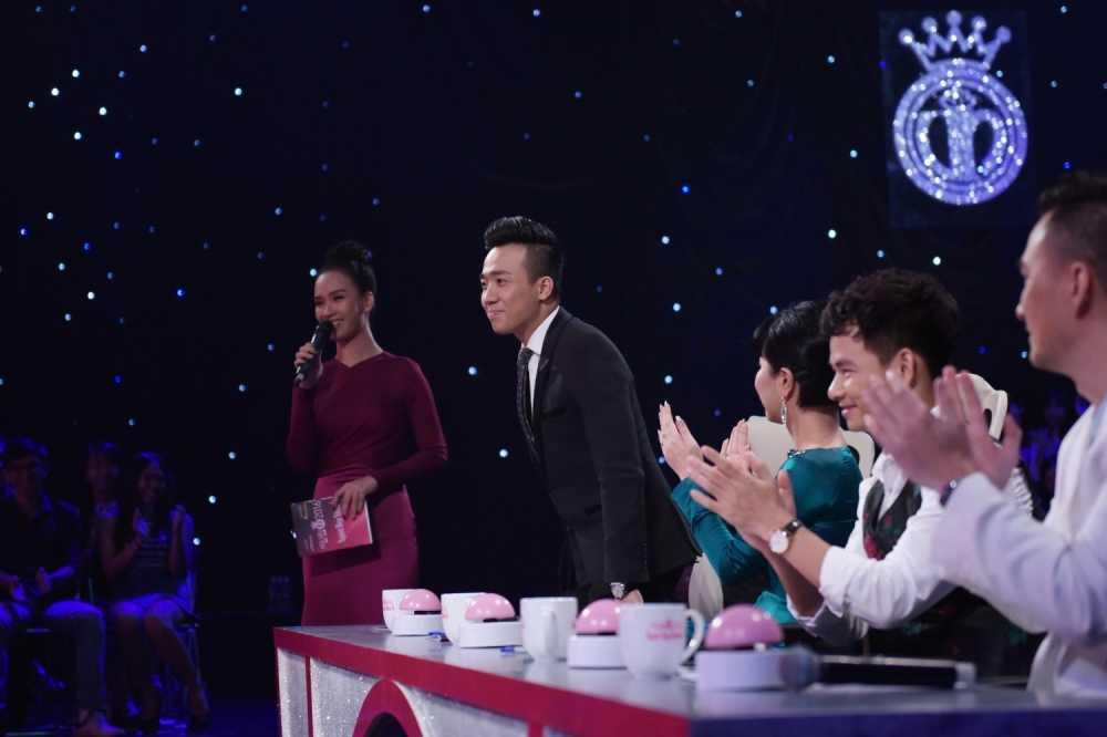 Tran Thanh 'bo roi' Hari Won, chay theo dan thi sinh Hoa hau hinh anh 6