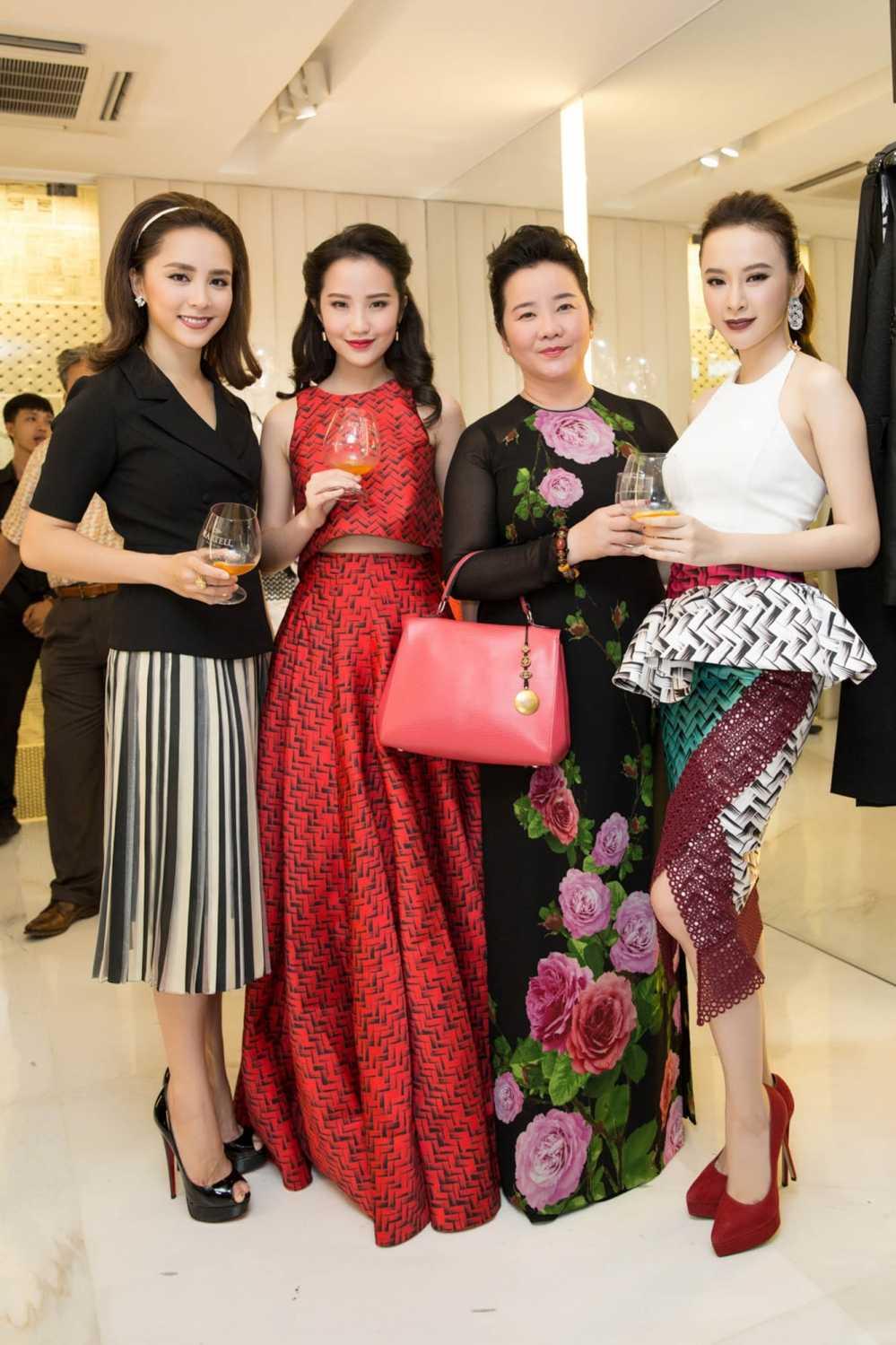 Bi 'nem da' vi 'lam mau' qua da, Angela Phuong Trinh van tu tin khoe ve quyen ru hinh anh 4