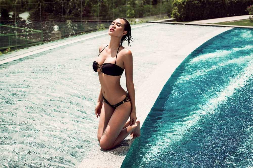 Phuong Mai khoe da nau, nguc khung voi bikini hinh anh 6