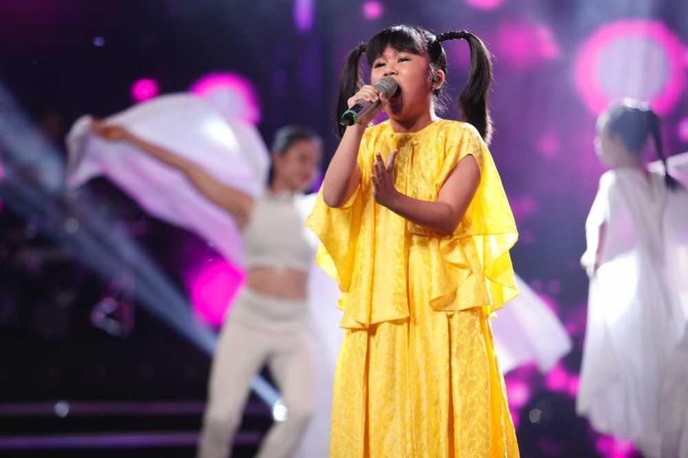 Truc tiep liveshow 4 Vietnam Idol Kids: Ho Van Cuong duoc ca ba giam khao thach do hinh anh 11