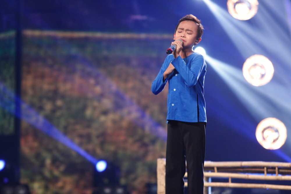 Truc tiep liveshow 4 Vietnam Idol Kids: Ho Van Cuong duoc ca ba giam khao thach do hinh anh 9