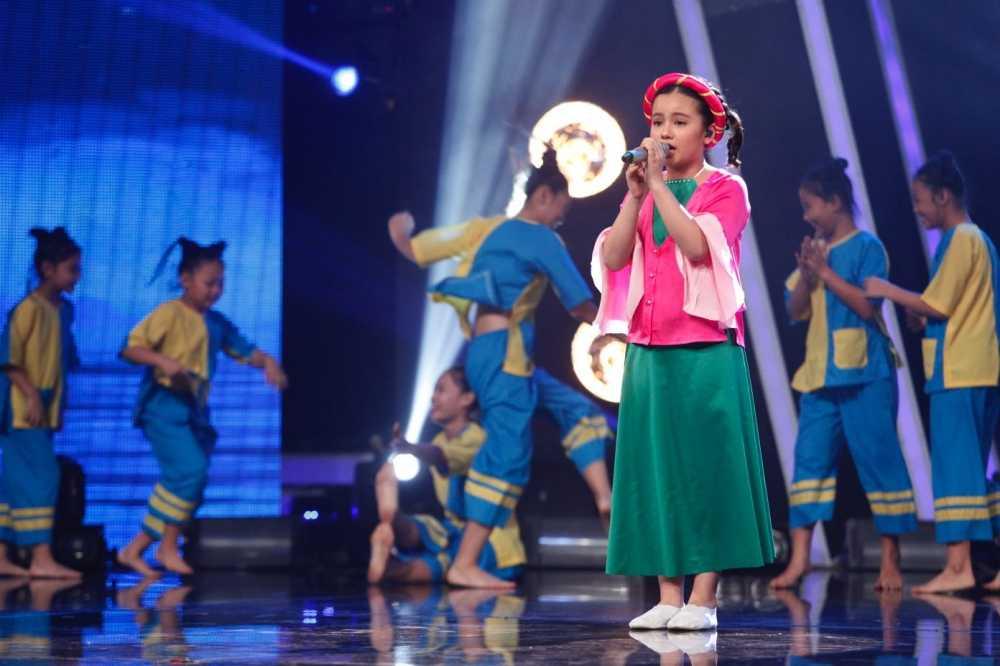 Truc tiep liveshow 4 Vietnam Idol Kids: Ho Van Cuong duoc ca ba giam khao thach do hinh anh 6