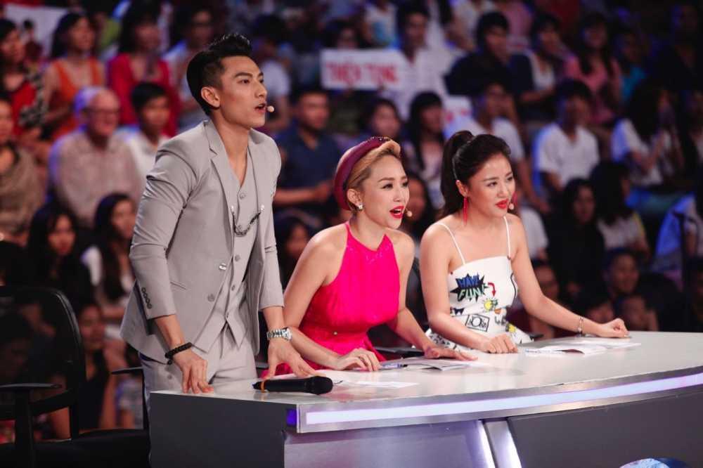 Truc tiep liveshow 4 Vietnam Idol Kids: Ho Van Cuong duoc ca ba giam khao thach do hinh anh 3