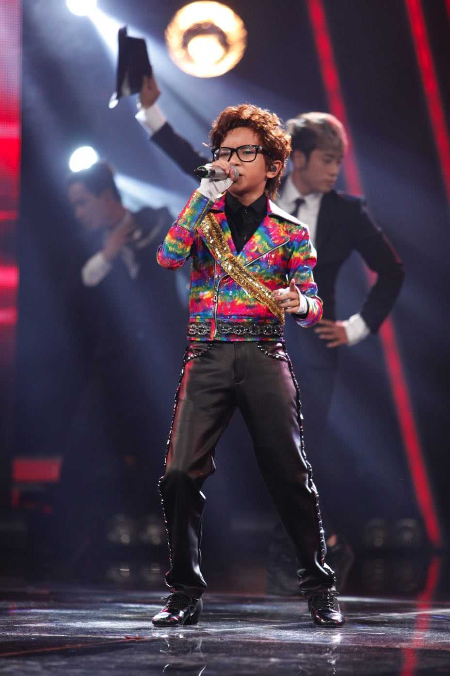 Truc tiep liveshow 4 Vietnam Idol Kids: Ho Van Cuong duoc ca ba giam khao thach do hinh anh 2