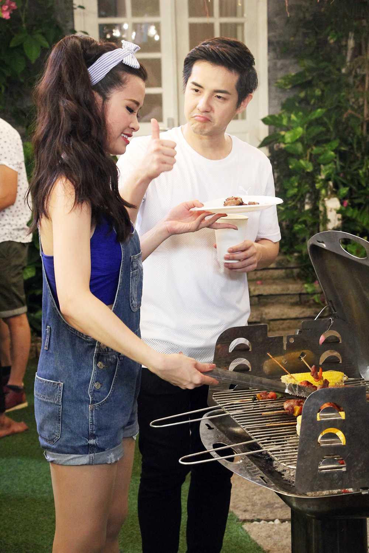 Dong Nhi tu tay chuan bi bua tiec tinh yeu cho Ong Cao Thang hinh anh 6