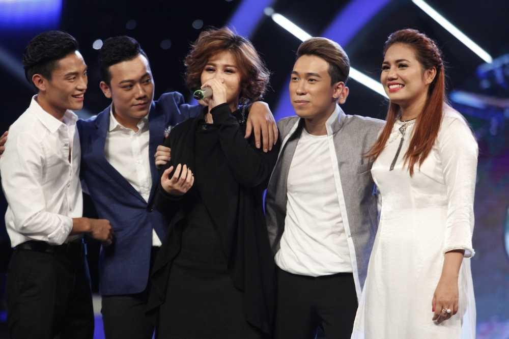 Truc tiep Vietnam Idol: Thu Minh doa se 'chem dep' Viet Thang neu quen loi bai hat hinh anh 1