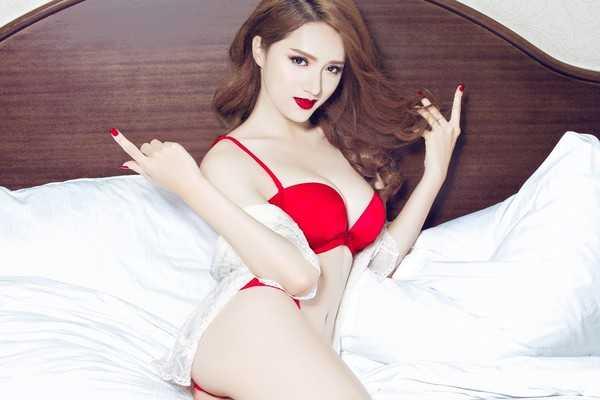 Huong Giang Idol: 'Co le vi qua khu dac biet nen viec gi cung tro thanh nhay cam' hinh anh 3